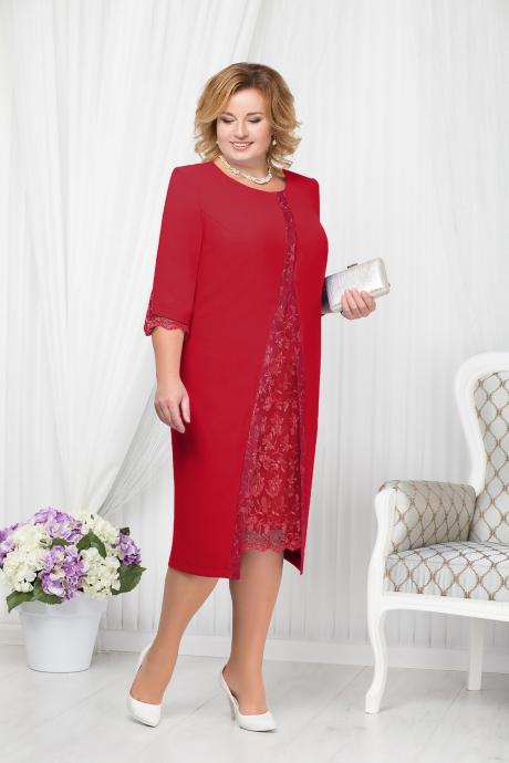 Rochie rosie eleganta de ocazie cu un croi drept midi cu umerii buretati si insertii de broderie