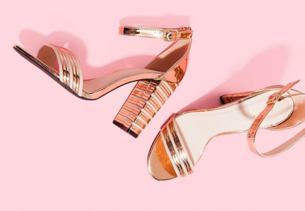 sandale aurii cu toc inalt - modele elegante de ocazie