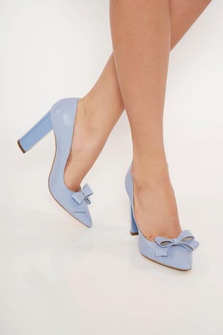 Pantofi albastru-deschis office din piele naturala cu toc gros cu varful usor ascutit accesorizat cu o fundita