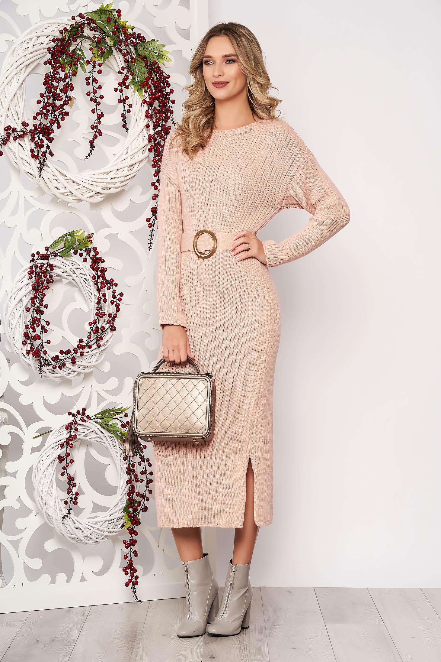 Rochie SunShine roz prafuit din material tricotat accesorizata cu cordon cu maneci lungi accesorizata cu o catarama