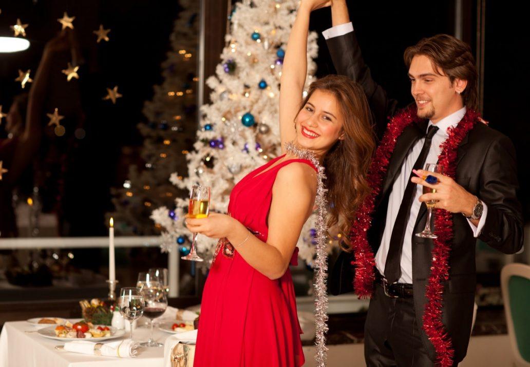 rochii rosii elegante pentru Craciun-min