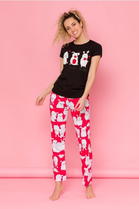 Pijama Bunnies cu tricou negru si pantaloni rosii