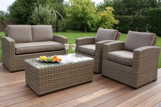 Cele mai frumoase seturi de mobilier formate din canapele, mese si fotolii pentru gradina si terasa